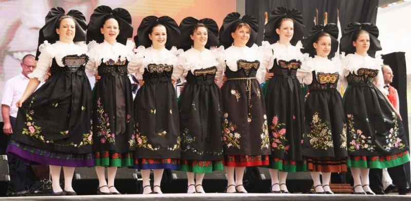 Le-costume-feminin-alsacien-de-la-fin-du-19eme-siecle-2