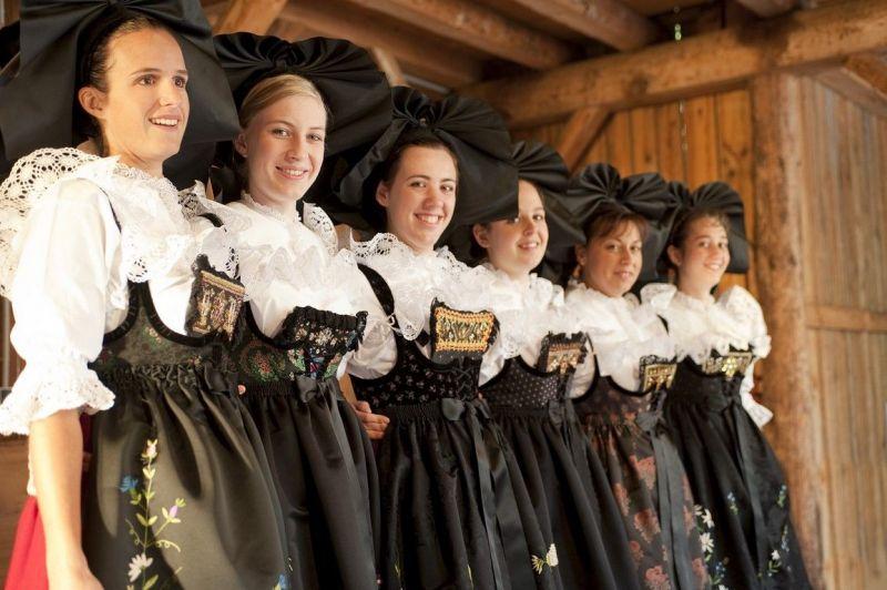 Le-costume-feminin-alsacien-de-la-fin-du-19eme-siecle-3